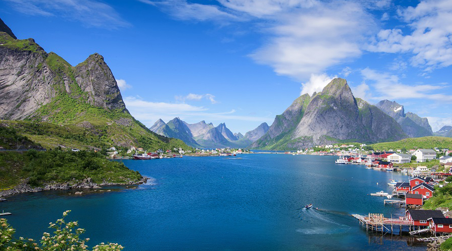Who Suits a Guest Crew? Any one who wants to visit Lofoten!